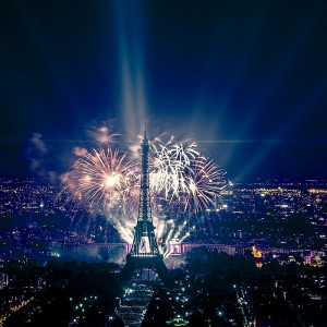 800px-2013_Fireworks_on_Eiffel_Tower_49